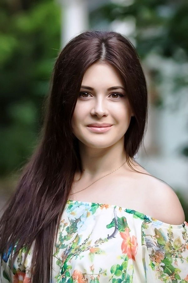 Beautiful Ukrainian woman's profile photo on an international dating site
