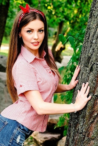 Hot Ukrainian women for online dating with foreign men